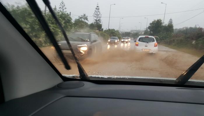 Έντονη βροχόπτωση στον ΒΟΑΚ - Προσοχή στους οδηγούς