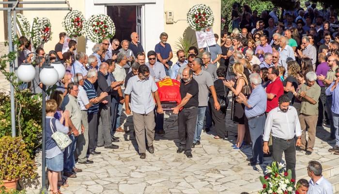 Πλήθος κόσμου στην κηδεία του αγωνιστή Λευτέρη Ηλιάκη στον Αποκόρωνα