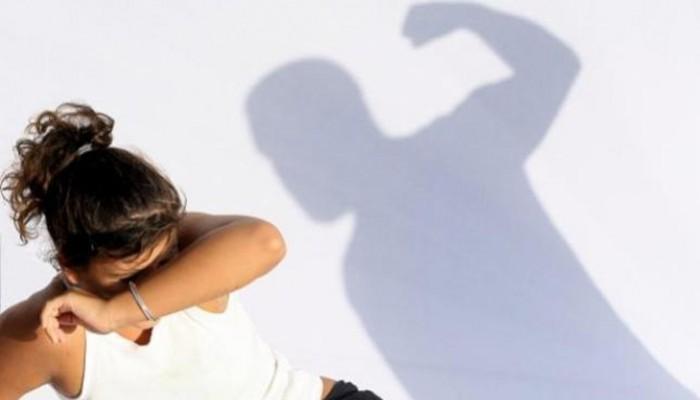 Ξυλοκόπησε τη γυναίκα και τα παιδιά του δημοσίως στα Χανιά