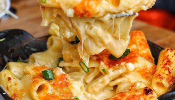 Μακαρονάδα Alfredo με κοτόπουλο και μπόλικο τυρί!