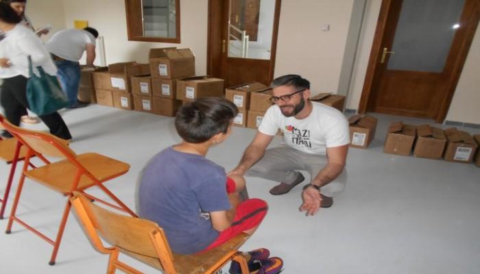 Μαζί για το Παιδί: Μοιράζει παπούτσια και χαμόγελα στα παιδιά της Κρήτης