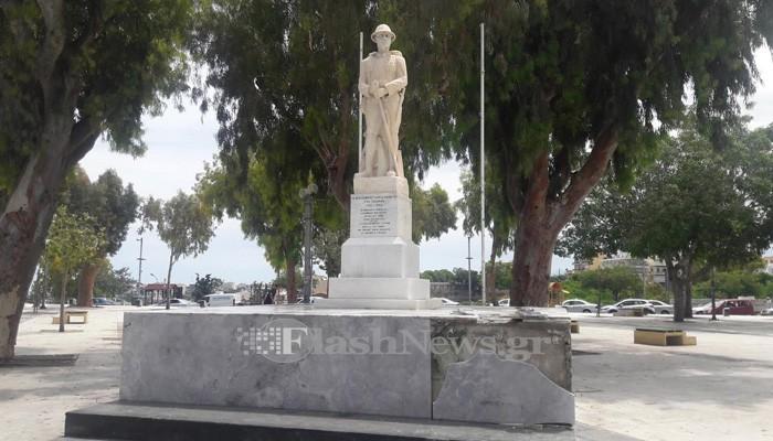Έσπασαν μάρμαρα στο μνημείο Άγνωστου Στρατιώτη στο Ηράκλειο (φωτο)