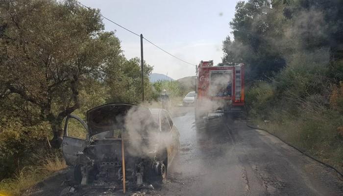 Πυρκαγιά σε αυτοκίνητο με τουρίστες στο Έλος στα Χανιά (φωτο)