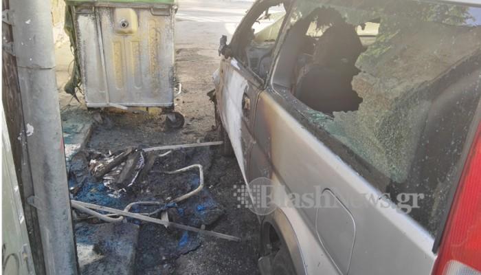 Πυρκαγιά σε δύο αυτοκίνητα και κάδο απορριμμάτων στα Χανιά (φωτό)
