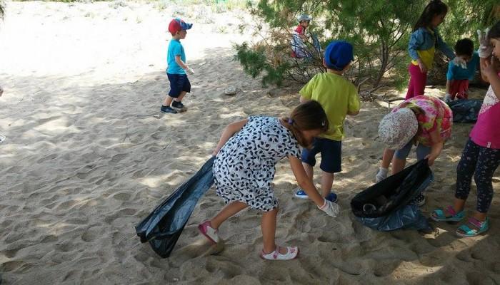 Προνήπια καθάρισαν την παραλία του Αγίου Ονουφρίου