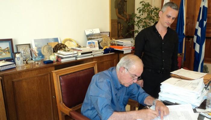 Υπεγράφη σύμβαση για διανοίξεις στις δημοτικές Ενότητες του δήμου Ηρακλείου