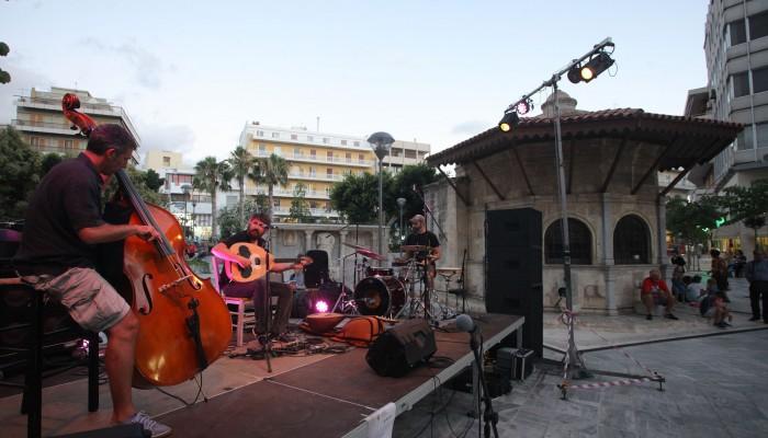 Ρεμπέτικα,τζαζ,μάγοι,ακροβατικά: Το «Τέχνη καθ' οδόν» ξεσηκώνει το Ηράκλειο
