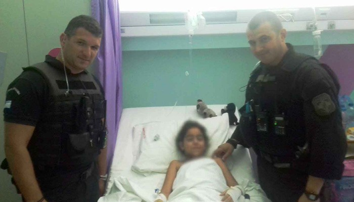 Αστυνομικοί έσωσαν 8χρονο κοριτσάκι ρισκάροντας την ζωή τους