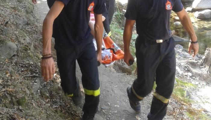 Τραυματίστηκε άνδρας στα Σφακιά - Τον μετέφεραν με φορείο πεζοπορώντας