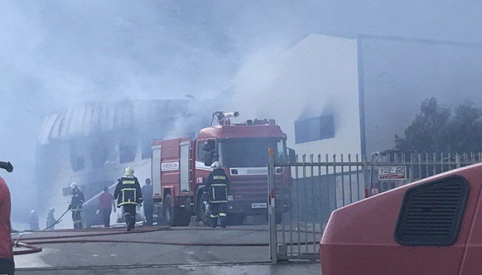 Τεράστιες καταστροφές στο εργοστάσιο στρωμάτων που τυλίχτηκε στις φλόγες