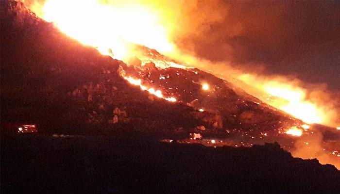 Ολονύκτια μάχη με τις φλόγες στο Σφηνάρι Κισάμου (φωτο – βίντεο)