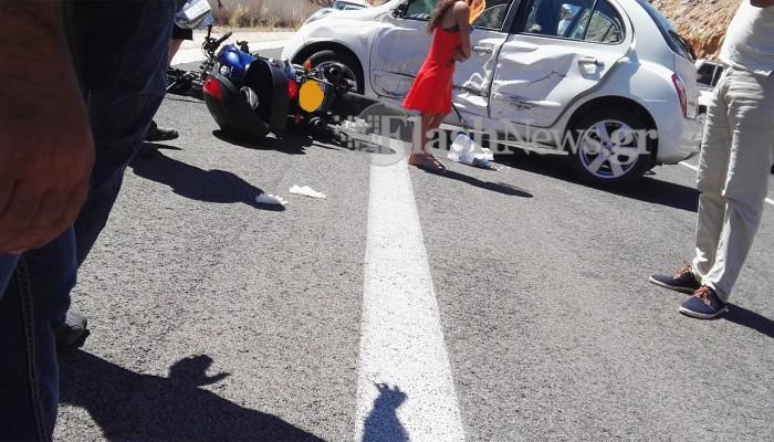 Σοβαρή σύγκρουση μηχανής με αυτοκίνητο στην Κρήτη (φωτο)