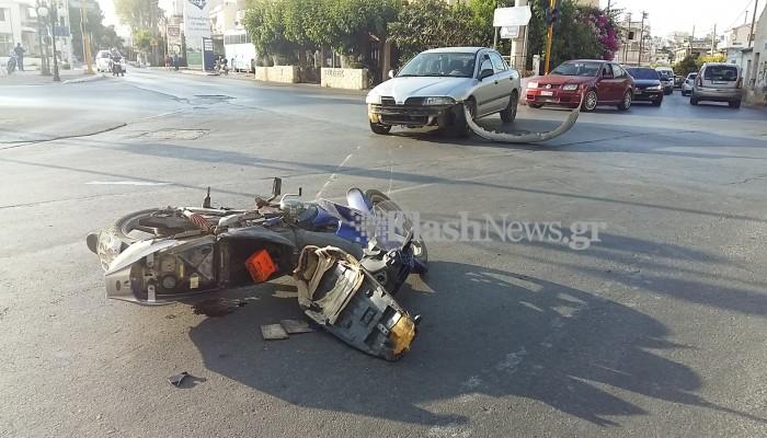 Μηχανάκι συγκρούστηκε με αυτοκίνητο στη λεωφόρο Σούδας στα Χανιά