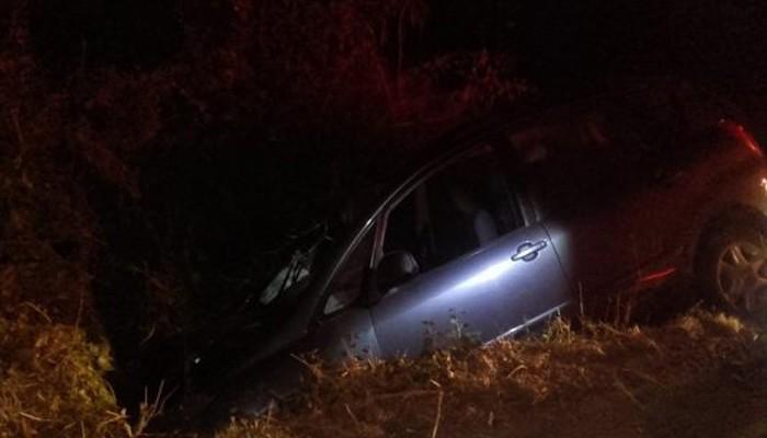 Τροχαίο ατύχημα στους Αρμένους-Αυτοκίνητο κατέληξε σε χαντάκι (φωτό)