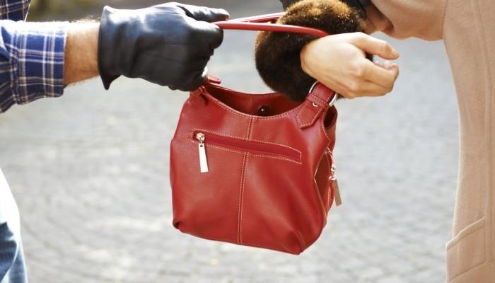 Αρπαξε τσάντα νεαρής Χανιώτισσας μέσα από κομμωτήριο
