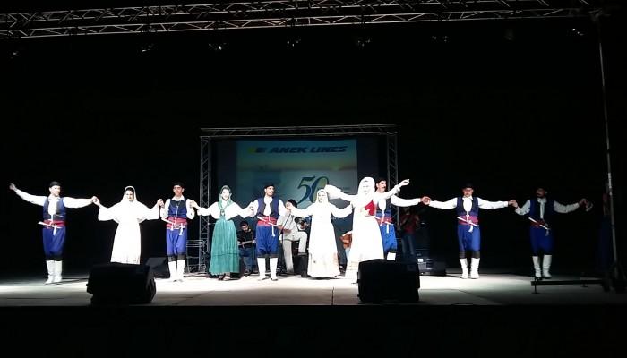 Πλήθος κόσμου στη συναυλία... γιορτή στα Χανιά για τα 50 χρόνια ΑΝΕΚ LINES
