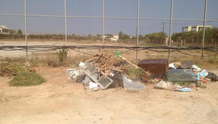 Γήπεδο - σκουπιδότοπος Στερνών: Από το κεφάλι βρομά το ψάρι