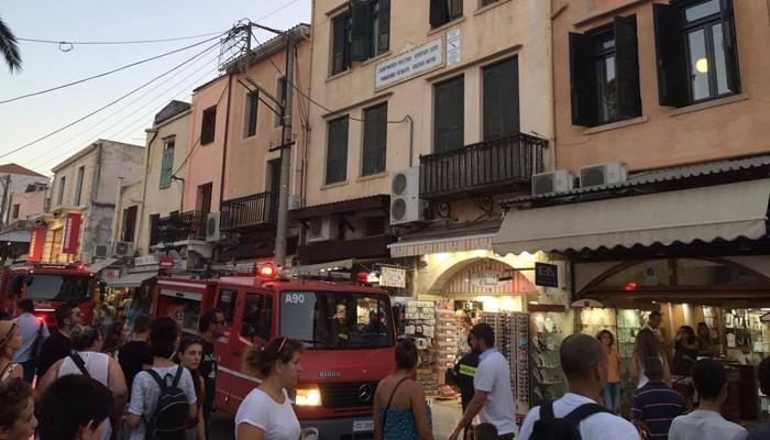 Φωτιά στην παλιά πόλη στα Χανιά κινητοποίησε την Πυροσβεστική (φωτο)
