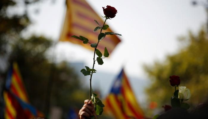 «Δεν φοβόμαστε» -Συγκλονιστική διαδήλωση στη Βαρκελώνη (φωτο)