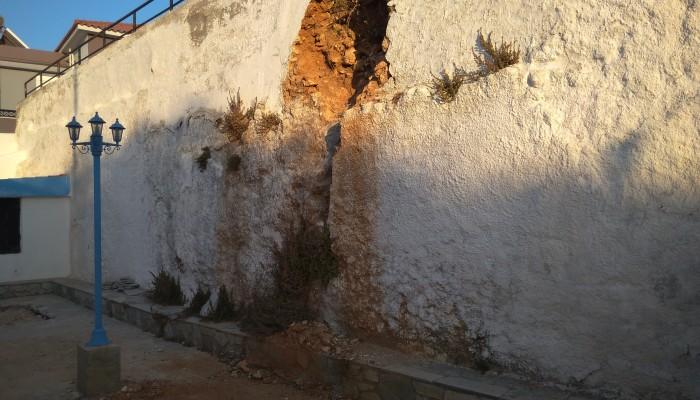 Κίνδυνος κατολίσθησης σε συνοικία των Χανίων- Δεν ιδρώνει το αφτί του δήμου