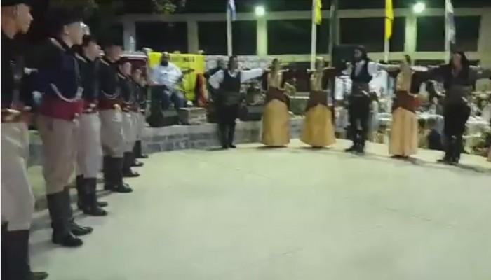 Ο αντικριστός χορός Κρητών και Ποντίων που μάγεψε το κοινό (βίντεο)
