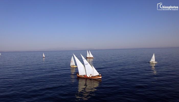Ένας ξεχωριστός αγώνας με παραδοσιακές ξύλινες βάρκες στη Χίο (βίντεο)