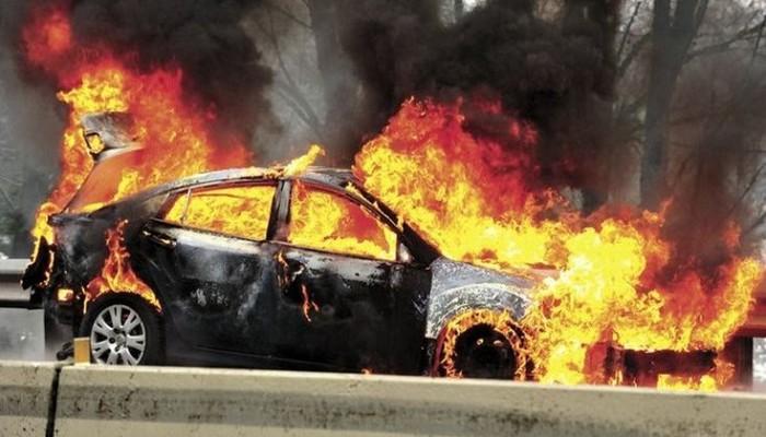 Τυλίχτηκε στις φλόγες αυτοκίνητο στο Ηράκλειο