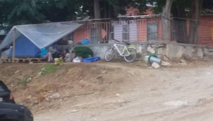 Οικογένεια, με 3 ανήλικα παιδιά ζει σε σκηνή στο κέντρο των Χανίων (φωτο)