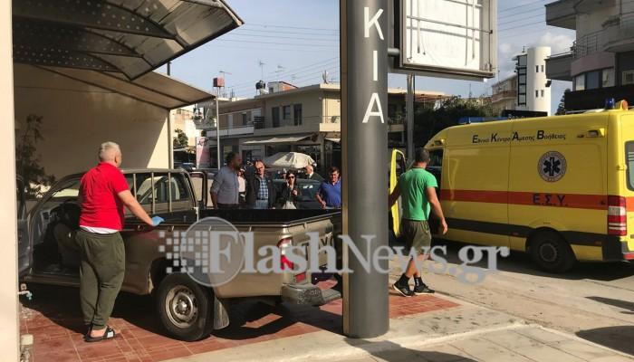 Αυτοκίνητο εξετράπη και εισέβαλε στην πρόσοψη καταστήματος στα Χανιά (φωτο)