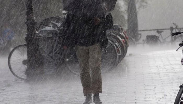 Βροχές και τοπικές καταιγίδες από τα ξημερώματα της Δευτέρας