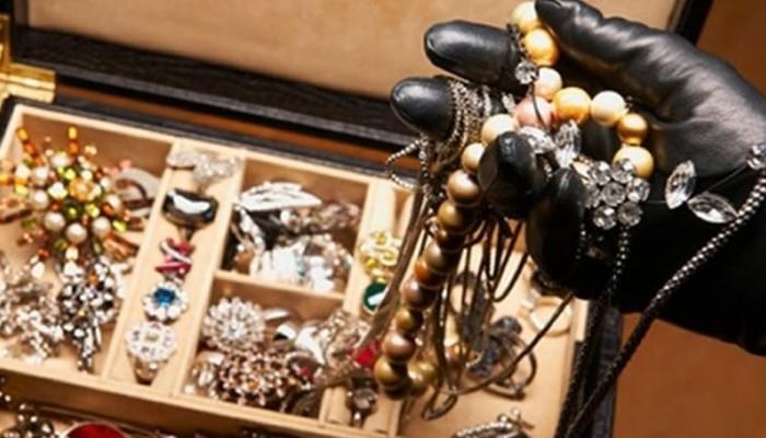 Γυναίκες στην Κρήτη έκλεψαν κοσμήματα αξίας 18.000 ευρώ