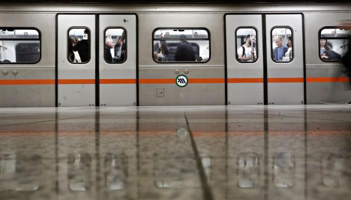 Άντρας έπεσε στις ράγες του μετρό