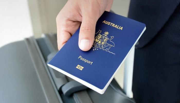 Δεκάδες συλλήψεις για πλαστά διαβατήρια