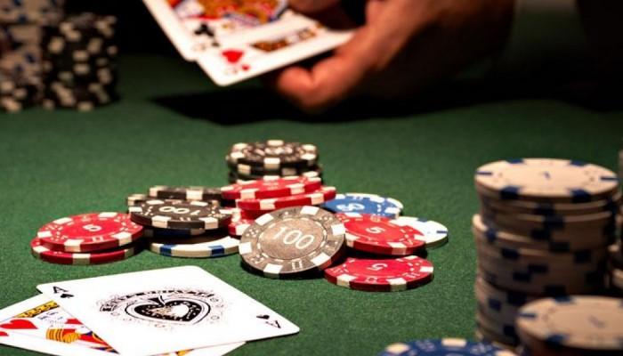 Χαρτοπαίκτης με κορωνοϊό σε παράνομη λέσχη