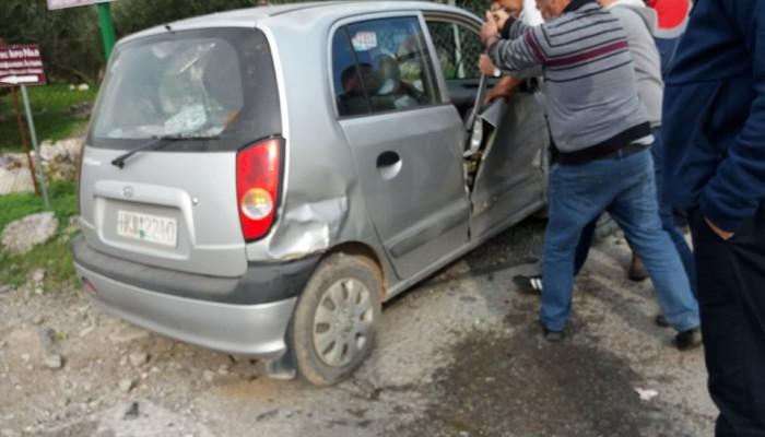 Σοβαρό τροχαίο στο Τυμπάκι - Άνδρας εγκλωβίστηκε στο αυτοκίνητό του(φωτο)