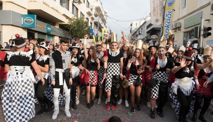 Χαμός στο Ρεθυμνιώτικο καρναβάλι! (φωτό - βίντεο)