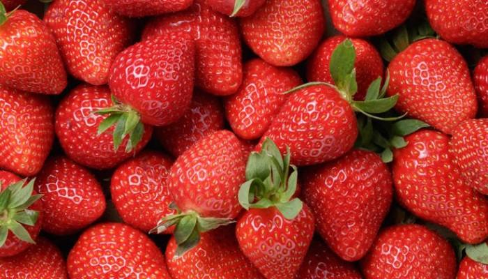 Σπιτική μάσκα προσώπου με φράουλες για βαθιά απολέπιση