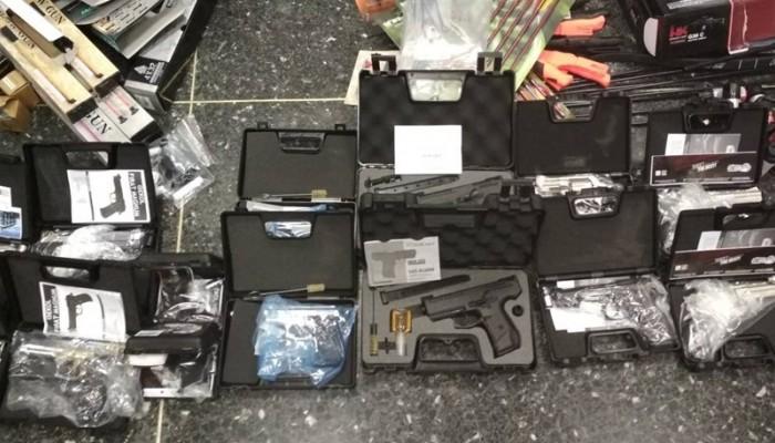 «Έκρυβαν» παράνομα όπλα... σε πάμπερς - Στην Κρήτη ο παραλήπτης