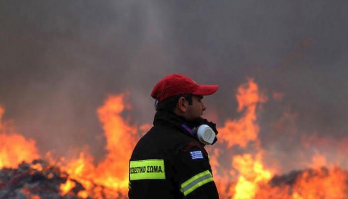 Μεγάλη φωτιά στο Γάζι κοντά σε σπίτια