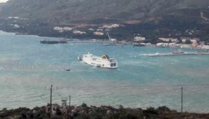 Πάλεψε το πλοίο με τους ανέμους στο λιμάνι της Σούδας Χανίων το πρωί