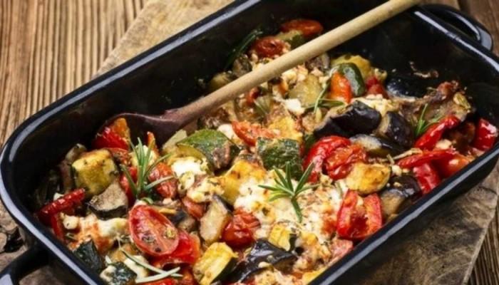 Φουρνιστά λαχανικά με ντομάτα και φέτα