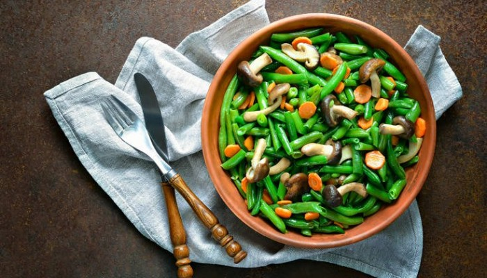 Σαλάτα με πράσινα φασολάκια και μανιτάρια