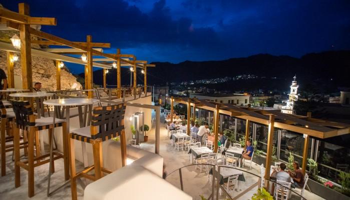 Το bar-restaurant με την καλύτερη θέα στην Παλαιόχωρα (φωτο)
