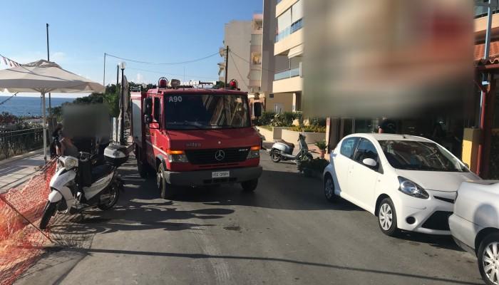 Πρόλαβαν και έσβησαν φωτιά σε κουζίνα εστιατορίου στα Χανιά