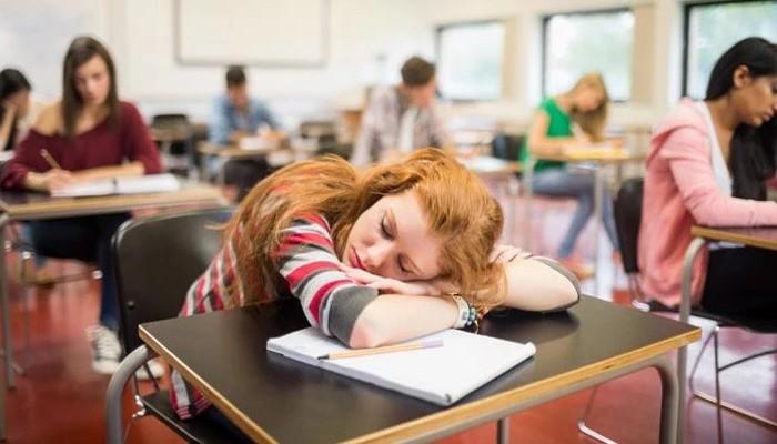 Όλοι επαινούν αυτό το δάσκαλο για το πώς αντιμετώπισε μαθήτρια που κοιμόταν