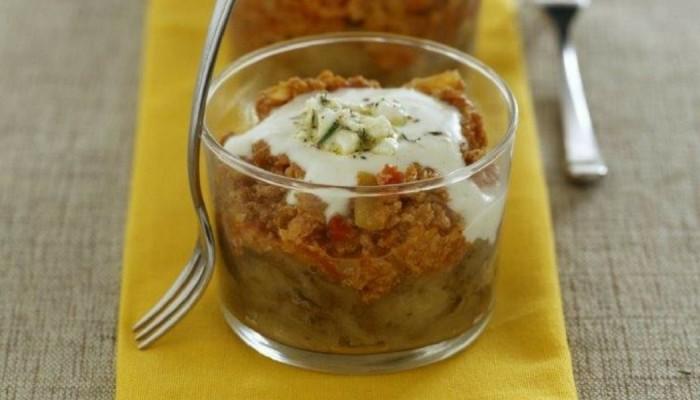 Μελιτζάνες με σάλτσα κιμά και γιαούρτι