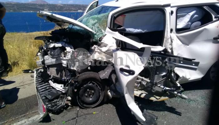 Τροχαίο στο Πλατάνι με τραυματίες - Από θαύμα δεν θρηνήσαμε θύματα (φωτο)