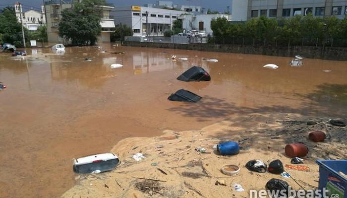 Εικόνες από το πάρκινγκ που κατάπιε δεκάδες αυτοκίνητα στο Μαρούσι