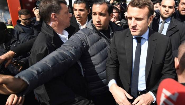 Απολύεται ο συνεργάτης του Μακρόν που χτύπησε διαδηλωτή