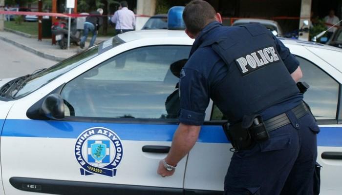 Προσποιούνταν τους αστυνομικούς και έκλεβαν κινητά από τους μετανάστες